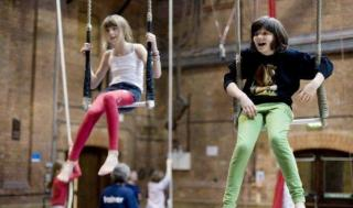 /images/circus_space_young_people_static_trapeze_0_1a079d448498294-1-1176x660-st