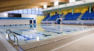 /images/leisure-centre-pool